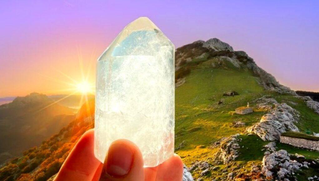 Bergkristall im Gebirge Sonne